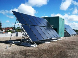 Solar thermal water heating installation